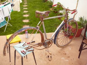 Restaurar una bicicleta antigua.